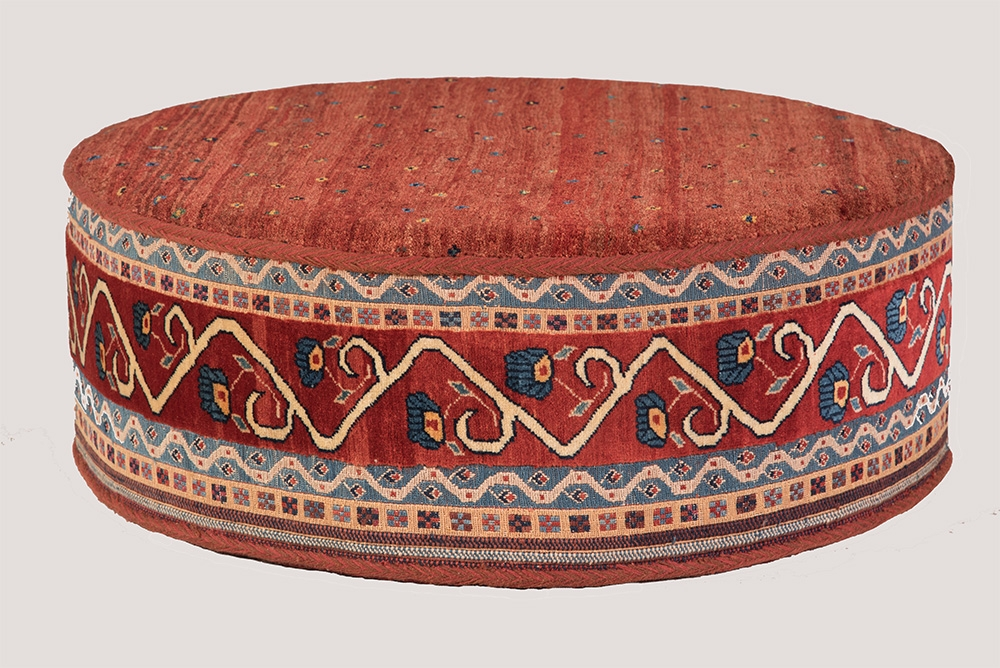 Circular Afshar table web1 soumak sides Amaleh Gabbeh top d120 h40cm